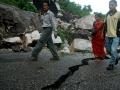 EARTHQUAKE IN NEPAL CROSS 4000 DEATH TOLL 6.jpg