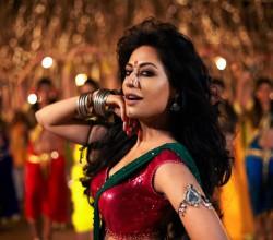 Hot Chitrangada Singh