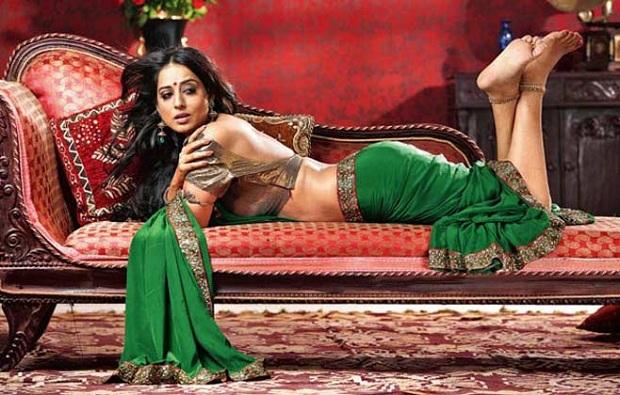 Mahie Gill as Madhavi Devi in Saheb Biwi Aur Gangster
