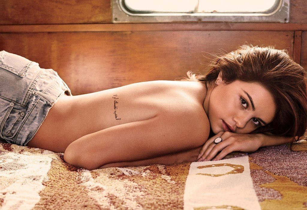 Selena Gomez Goes Topless For GQ Magazine