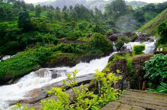 kerala-munnar-attukal-waterfalls