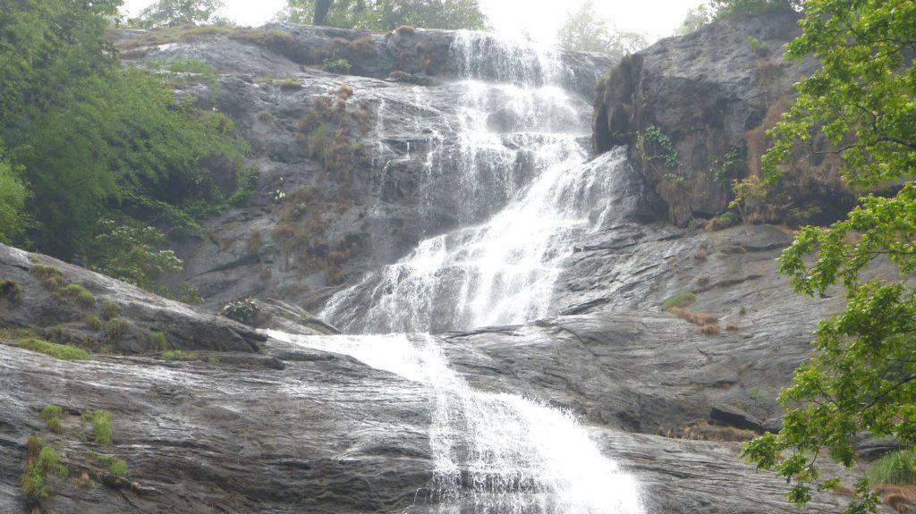 kerala-munnar-cheeyappara-waterfalls