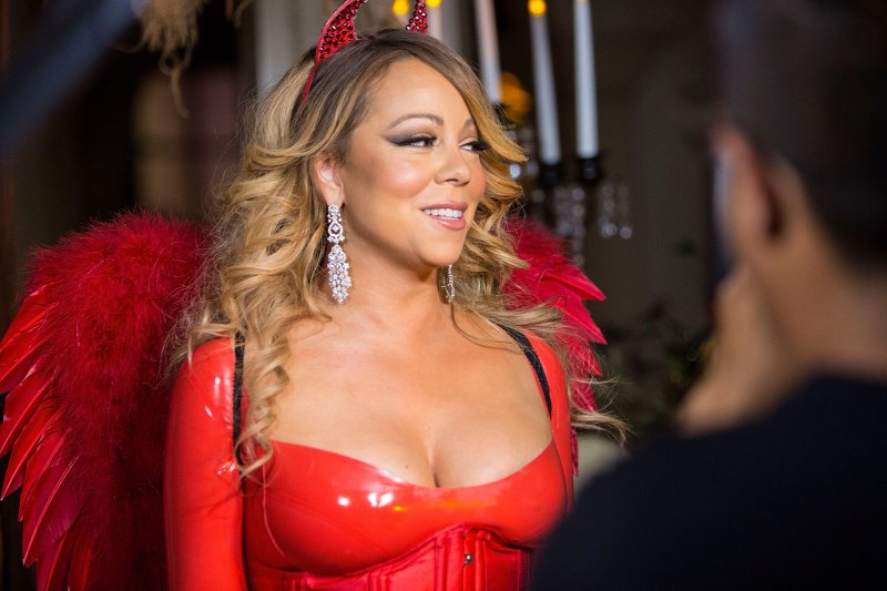 mariah-carey-looks-great-in-a-halloween-party-13