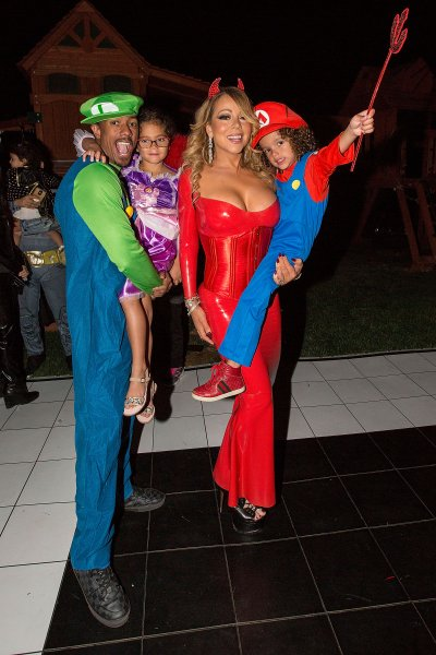 mariah-carey-looks-great-in-a-halloween-party-16
