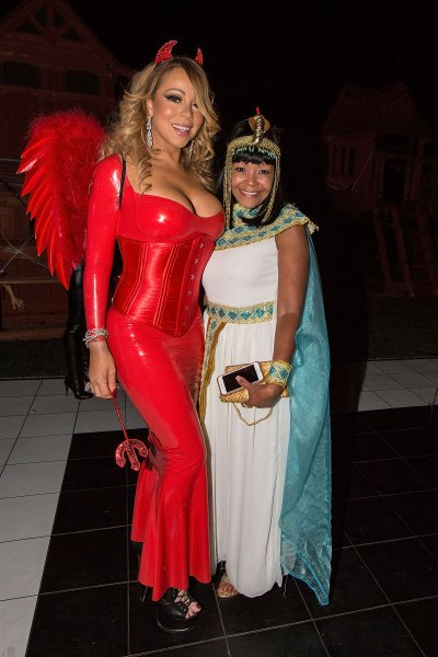 mariah-carey-looks-great-in-a-halloween-party-4