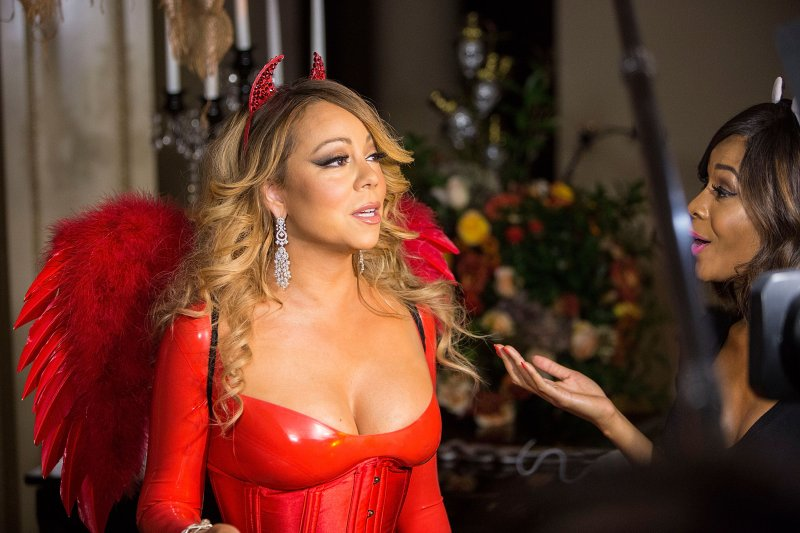 mariah-carey-looks-great-in-a-halloween-party-5