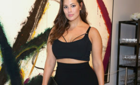 Ashley Graham Got Topless In Instagram